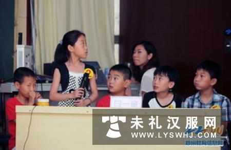 文清路小学举行古诗词朗诵会 师生身着汉服吟诵经典