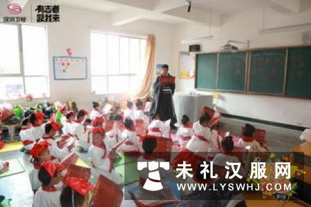 彭山一小组织家长为师生讲授穿汉服行礼仪知识